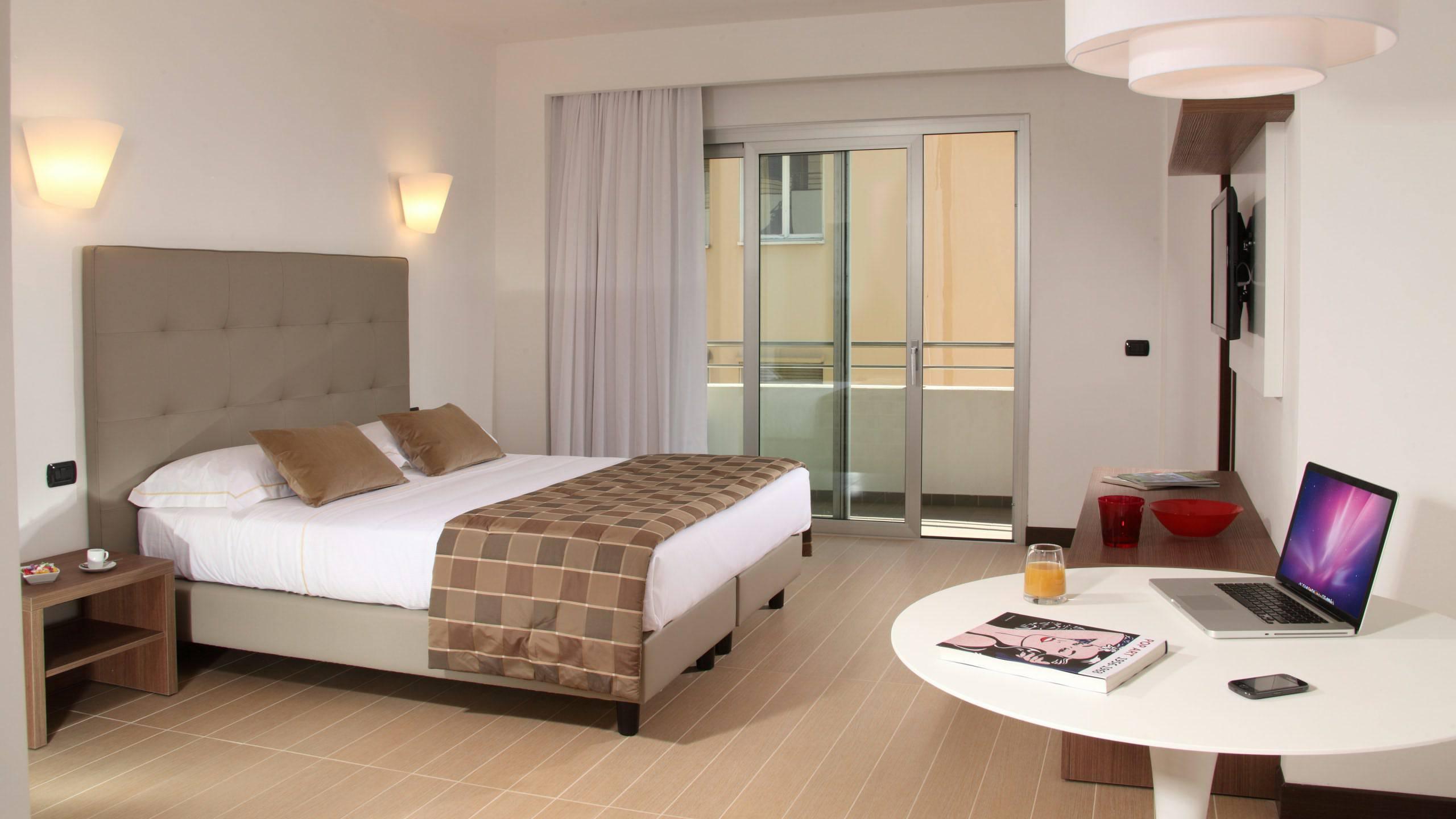 Residence hotel parioli roma camera deluxe - Camera da letto con tv ...